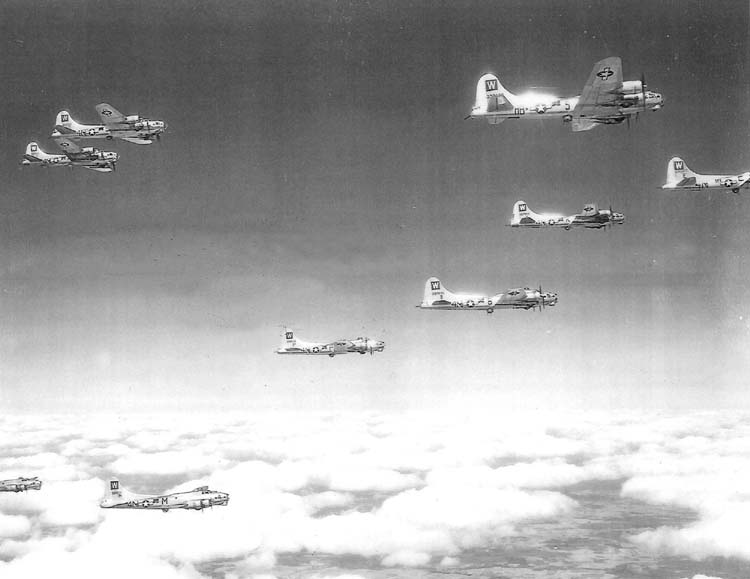 B-17s in formation 1