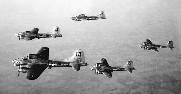 B-17s in formation 2